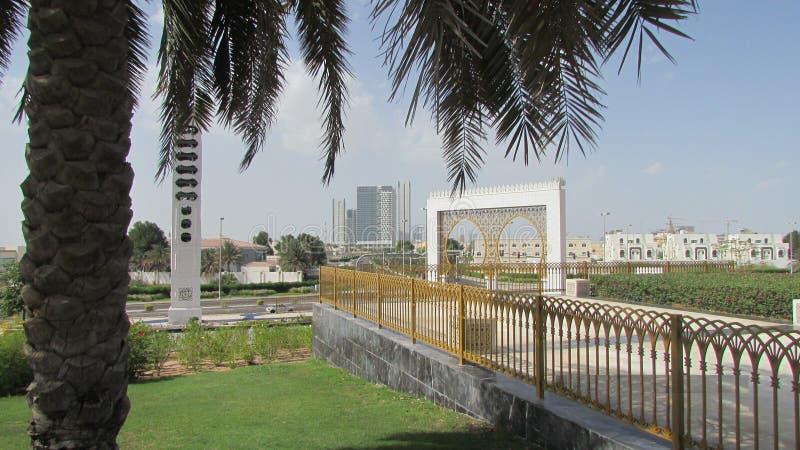 Eine Ansicht der Stadt von Abu Dhabi von der großen Moschee lizenzfreies stockbild