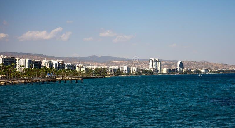 Eine Ansicht der Stadtküstenlinie von Limassol-Jachthafen, Zypern stockfoto