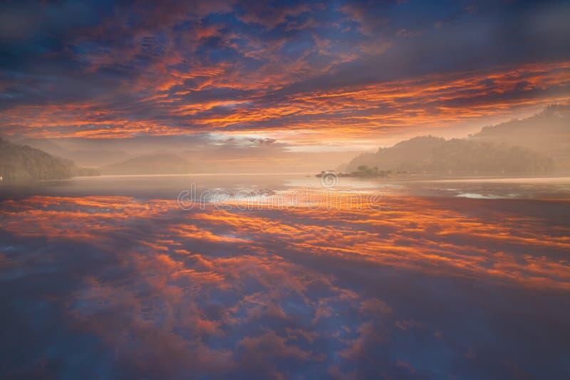 Eine Ansicht des berühmten Sun-Moon Sees stockfotos