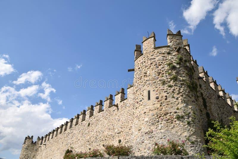Eine Ansicht des mittelalterlichen Schlosses von Passirano in Lombardei - Italien stockfotografie