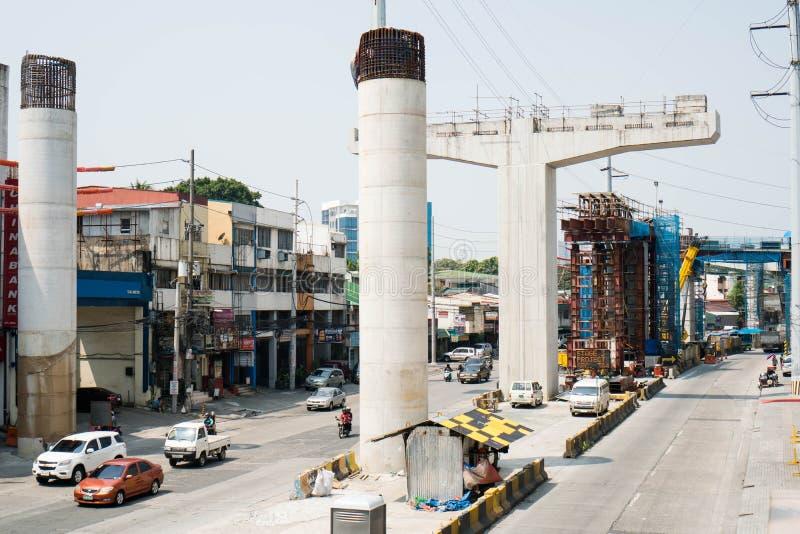 Eine Ansicht des Projektes Stadiums 3 Metro-Manilas Skyway an Araneta-Allee stockbilder