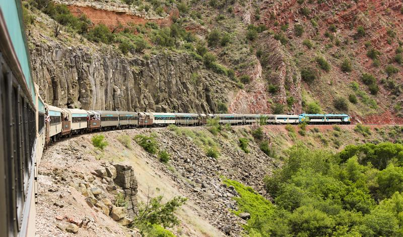 Eine Ansicht des Verde-Schlucht-Eisenbahn-Zugs, Clarkdale, AZ, USA lizenzfreie stockbilder