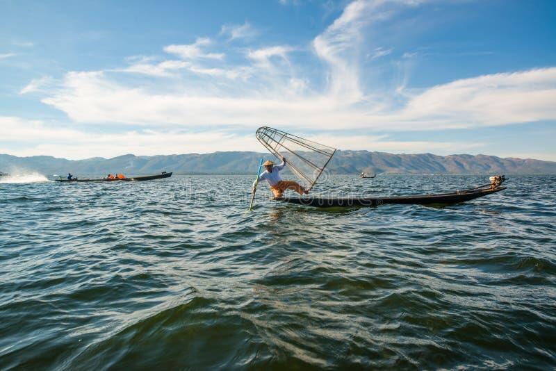 Eine Ansicht eines Fischers im Inle See, Myanmar stockbild