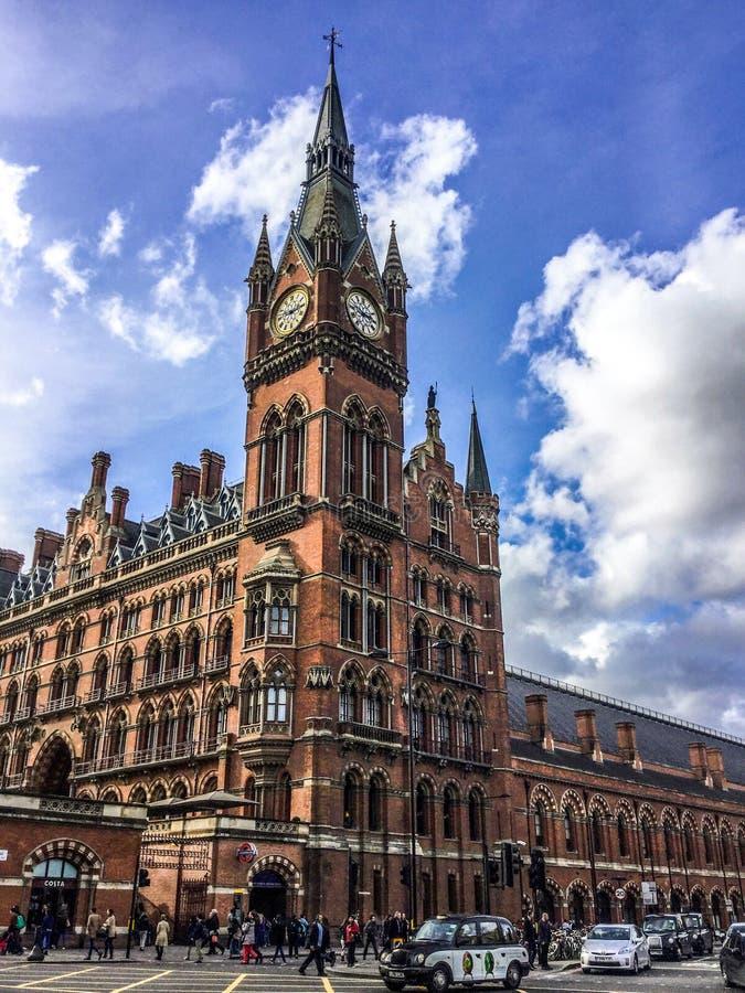 Eine Ansicht internationalen Bahnhofs Londons St Pancras, Haus des Eurostars in London, England, Großbritannien stockbilder