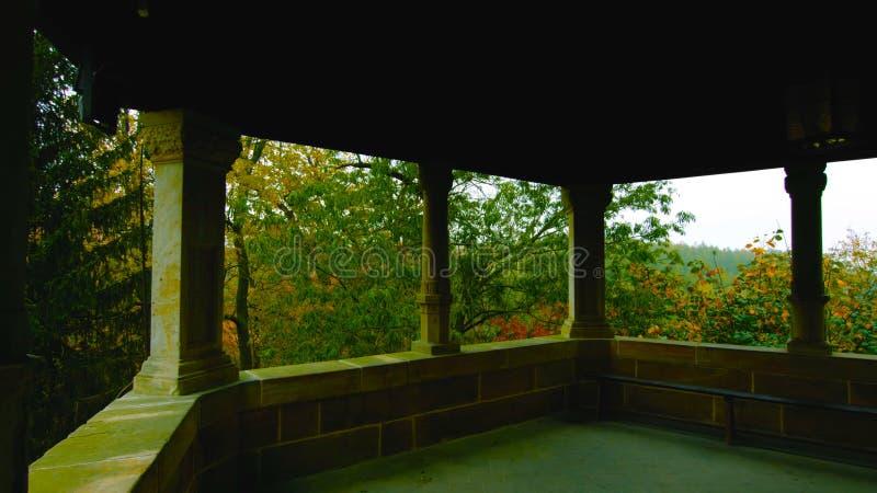 Eine Ansicht vom Balkon des Schlosses auf dem Garten - Panoramablick von Polen lizenzfreie stockbilder