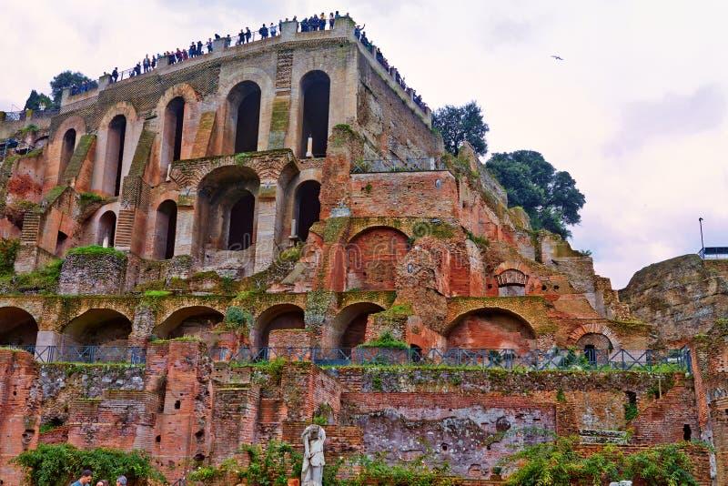 Eine Ansicht von Roman Forum, der das wichtigste Forum in altem Rom ist lizenzfreies stockbild