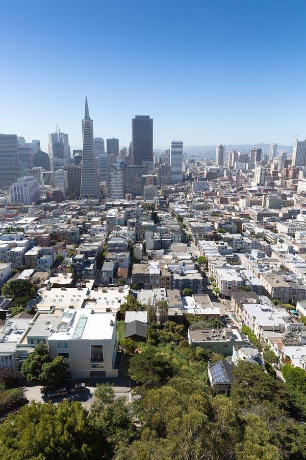 Eine Ansicht zum Stadtzentrum von San Francisco von der Spitze Coit-Turms, stockfotografie