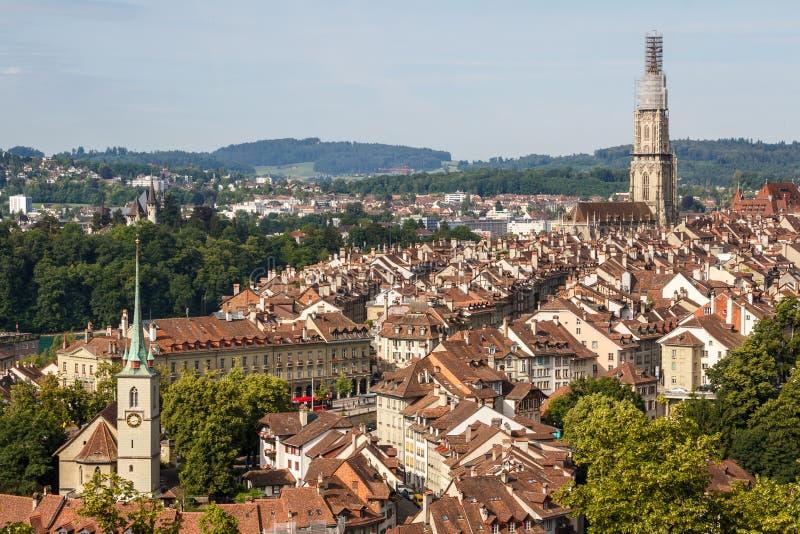Eine Ansicht zur alten Stadt von Bern lizenzfreies stockfoto