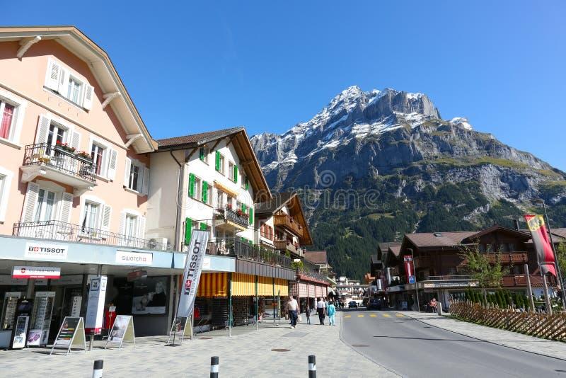 Eine ausgezeichnete Ansicht des alpinen Dorfs stockbild