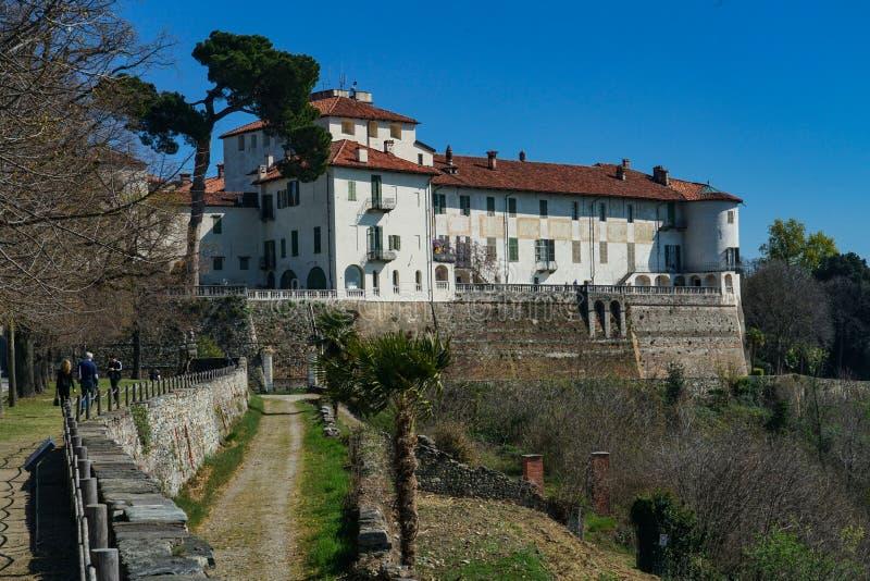 Eine ausgezeichnete Ansicht des Schlosses von Masino lizenzfreies stockfoto