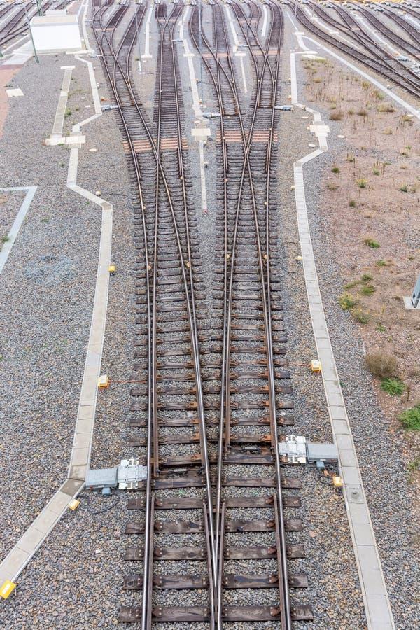 Eine Bahn trennte auf viele unterschiedlichen Arten stockfotografie