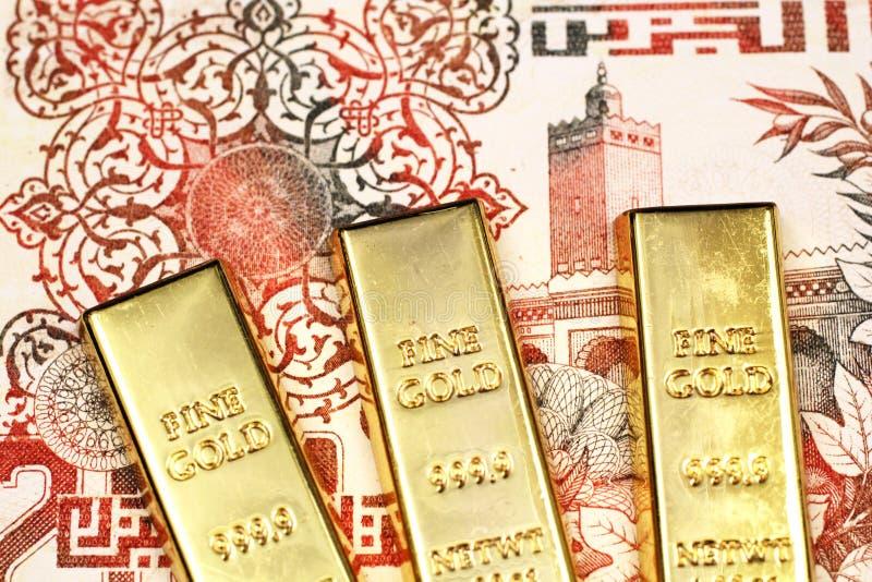 Eine Banknote des algerischen Dinars zweihundert mit drei Goldbarren stockfotos