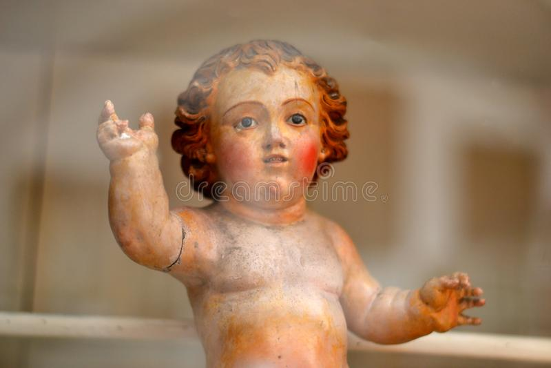 Eine barocke Statue eines Segenengels lizenzfreie stockfotografie