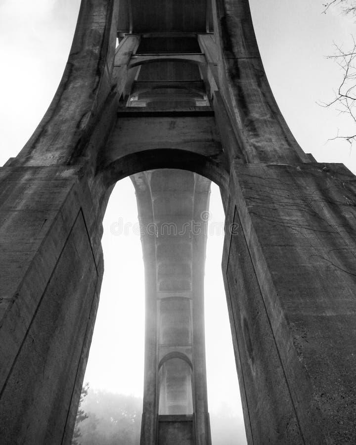 Eine Betonbrücke im Cuyahoga-Tal-Nationalpark - OHIO lizenzfreie stockfotos