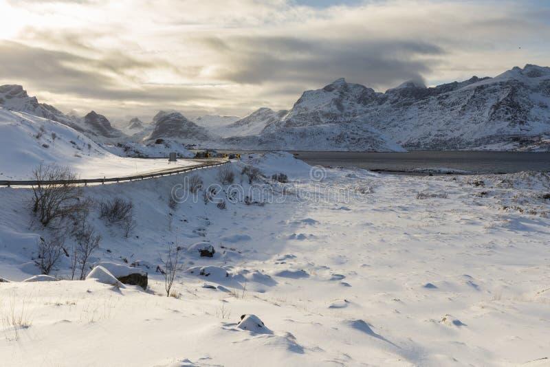 Eine Biegung im norwegischen Abschnitt des E10 nannte Kong Olav Vs VE stockfotos