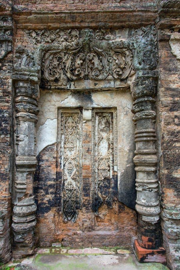 Eine blinde Tür an Tempel Preah Ko lizenzfreie stockbilder