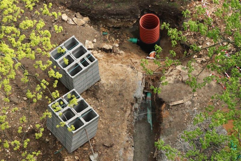 Eine Bodenbewegung für neue Rohrleitung in Prag-Stadt in der Tschechischen Republik stockbild