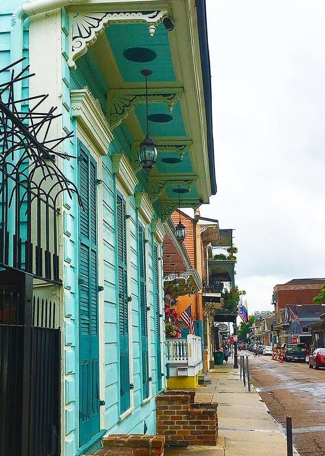 Eine bunte Straßenansicht in New Orleans lizenzfreies stockbild