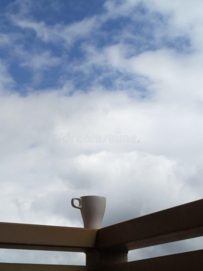 Eine Dampfwolke über einer Tee Schale lizenzfreies stockbild