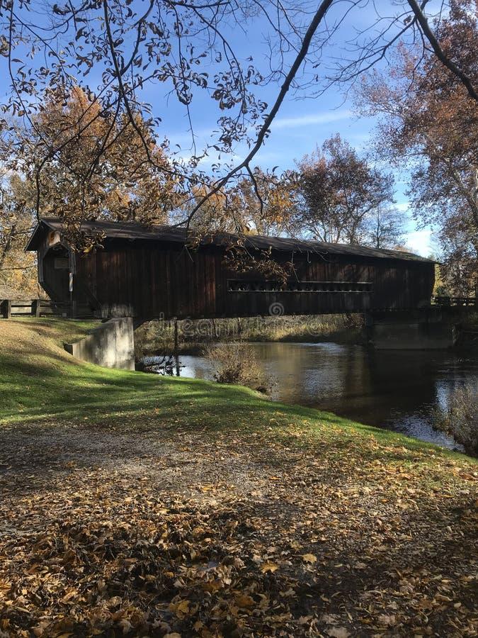Eine der berühmtesten überdachten Brücken von Ashtabula, Ohio - OHIO stockbilder