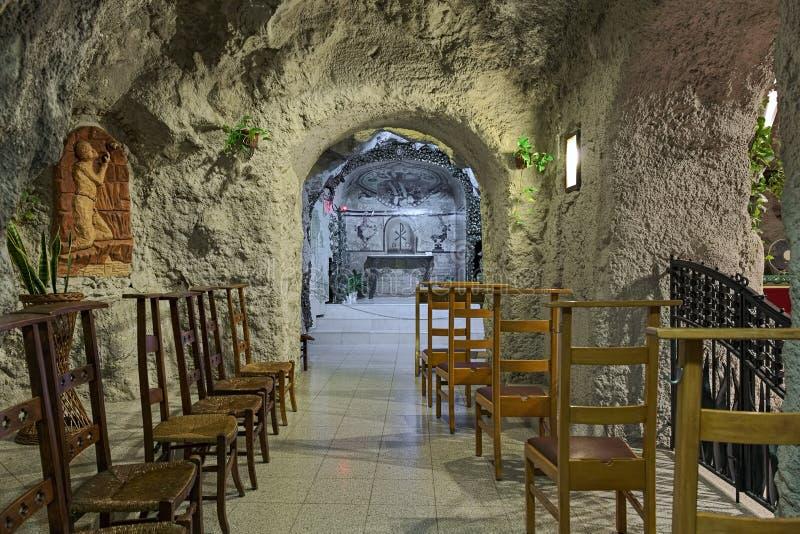 Eine der Kapellen der Höhlen-Kirche in der Gellert-Hügel-Höhle in Budapest, Ungarn stockbild