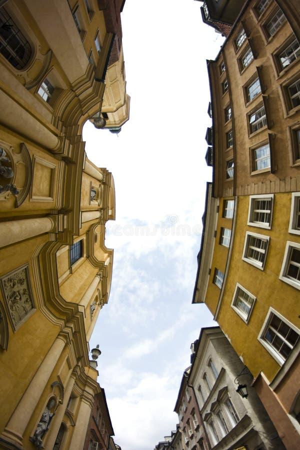 Eine der Straßen Warschaus in der alten Stadt stockfotografie