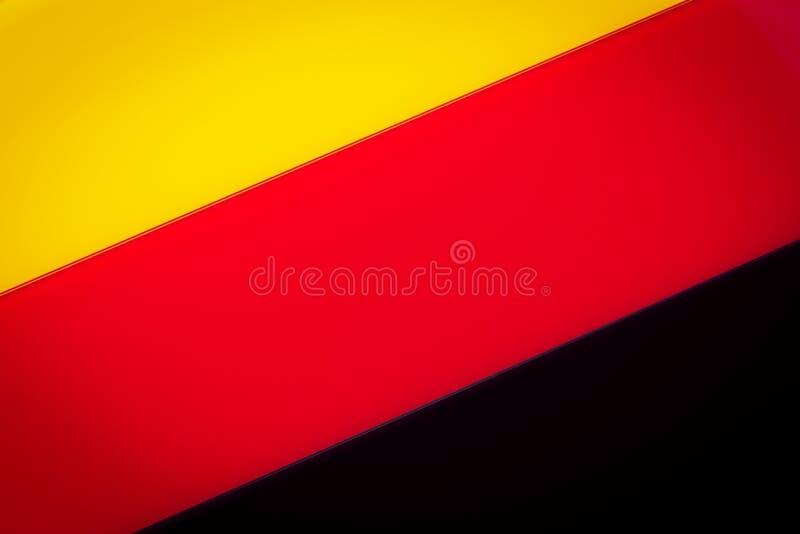 Eine deutsche Flagge bestanden aus Stücken farbigem Glas stockbilder