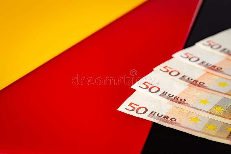 Eine deutsche Flagge mit europena Geld stockfoto