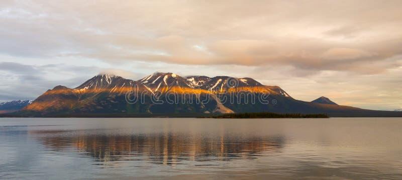 eine erstaunliche Ansicht von einem ruhigen See in Nordbritisch-Kolumbien stockbild