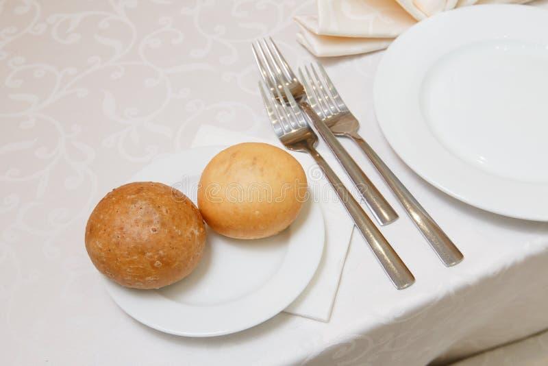 Eine festliche Tabelle im Restaurant stockbilder