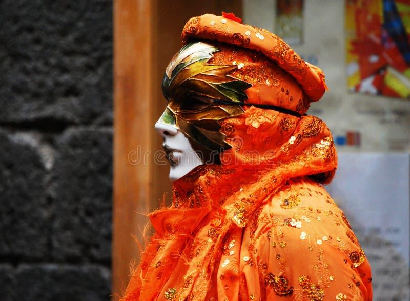 Eine Frau in der Maske lizenzfreie stockfotos
