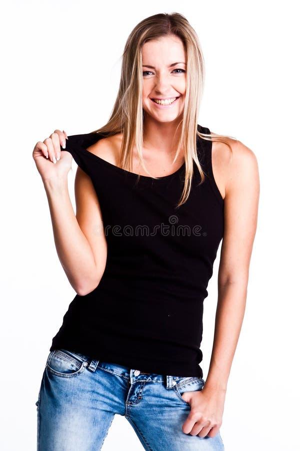 Eine Frau in einem schwarzen T-Shirt stockfoto