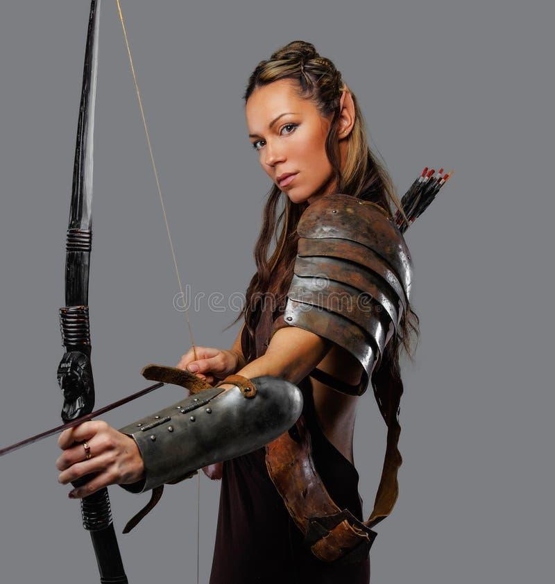 Eine Frau mit Bogen lizenzfreie stockbilder