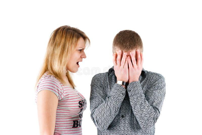 Eine Frau schreit am Mann stockfoto. Bild von