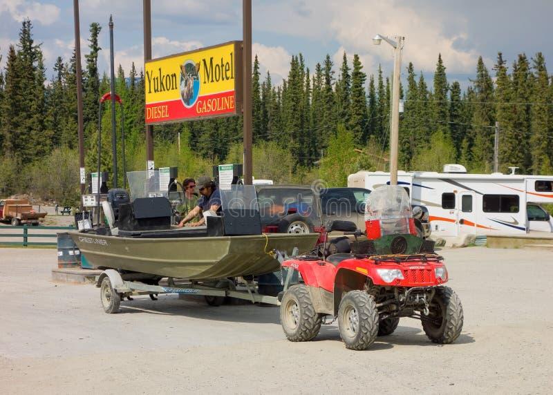 Eine freundliche Gasinsel am teslin, Yukon-Territorien stockfotografie