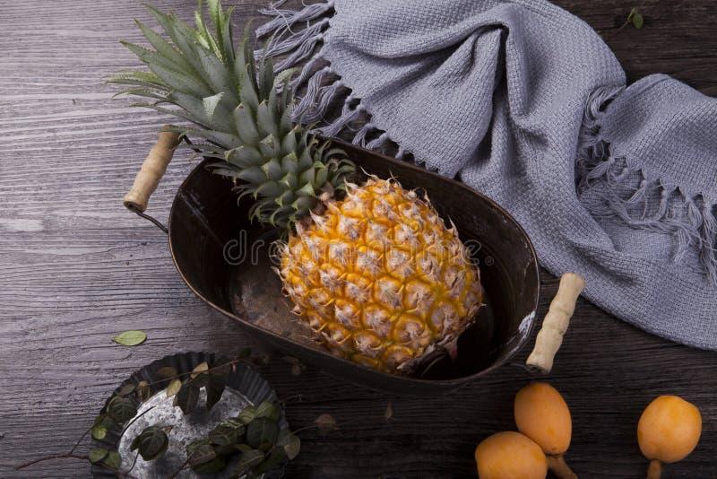 Eine frische Ananas stockfotografie