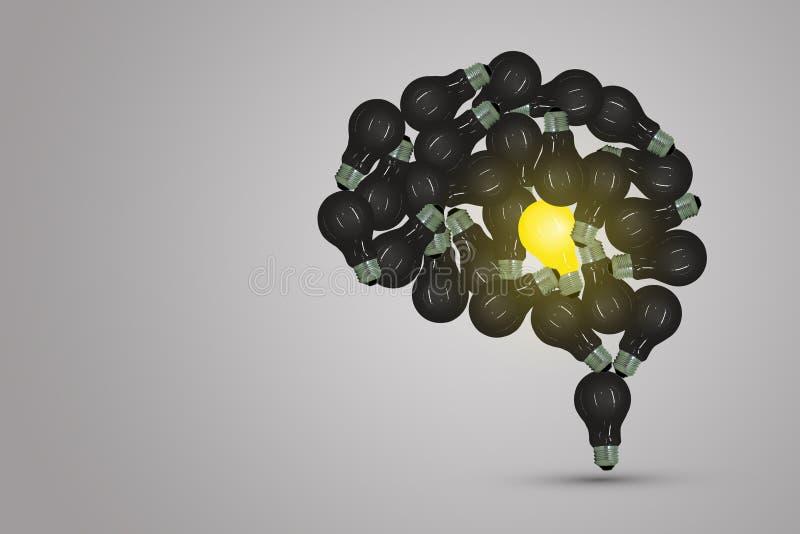 Eine gelbe Glühlampe in der Mitte des Gehirns finden umgeben mit vielen schwarze Glühlampe lizenzfreie stockfotografie