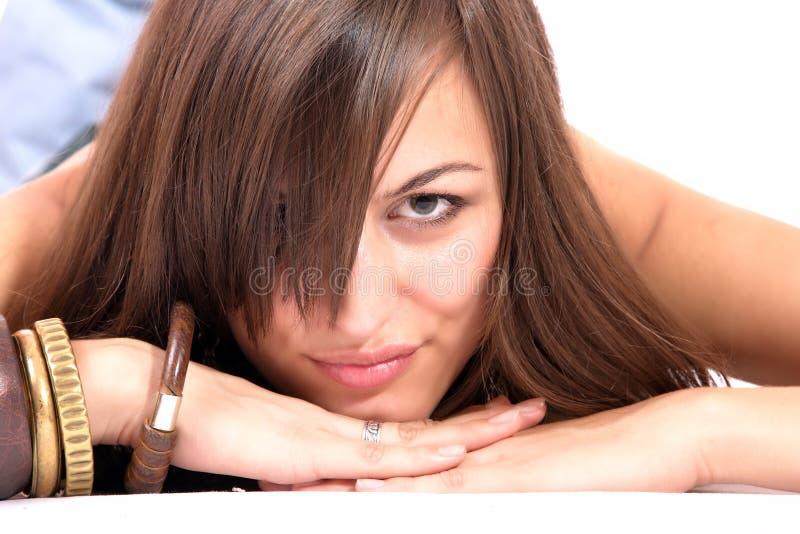Eine glückliche junge Frau mit Gesichtsausdruck lizenzfreie stockbilder