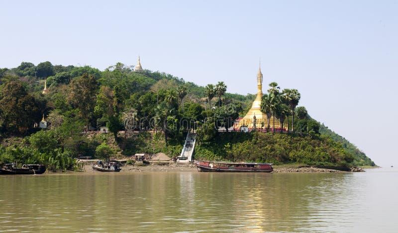Birmanische Insel-Pagode stockbild