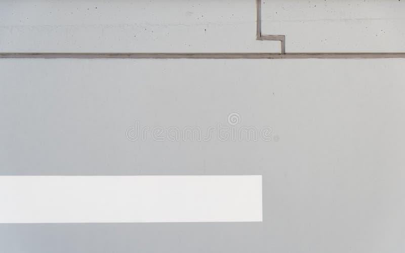 Eine graue Wand des Betons und des weißen Streifens lizenzfreie stockfotos