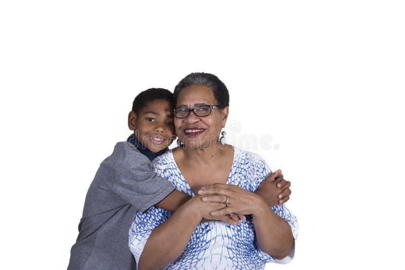 Eine Großmutter und ihr Enkel stockbild