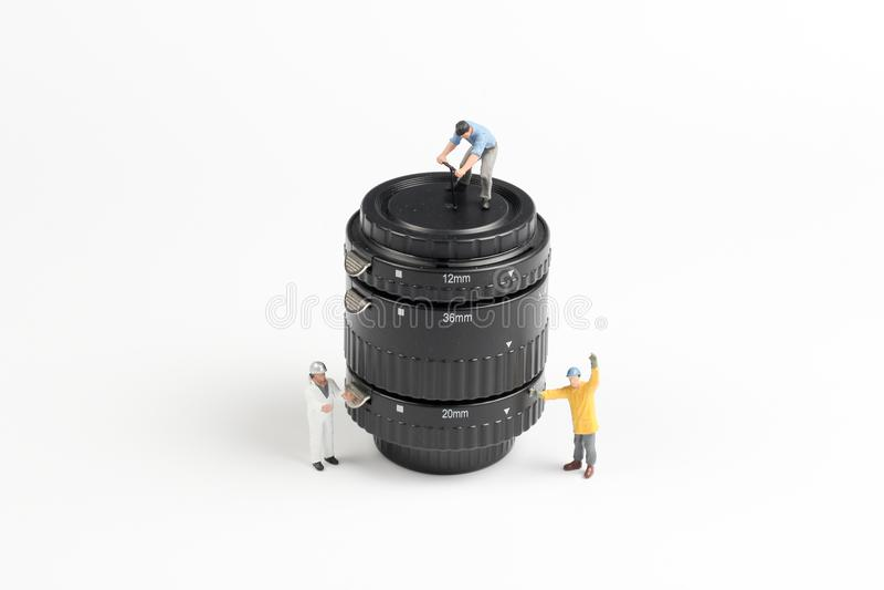 eine Gruppe Mini-woker die Linse klärend stockfoto