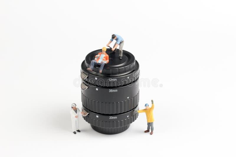 eine Gruppe Mini-woker die Linse klärend stockfotografie