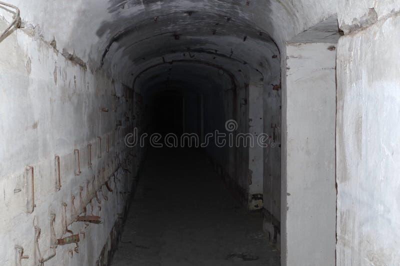Eine Höhle in einer Untertagestadt stockfotos