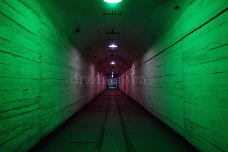 Eine Höhle in einer Untertagestadt stockfotografie
