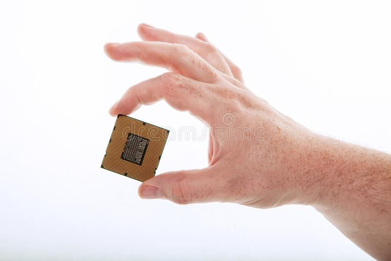 Eine Hand mit der CPU lizenzfreie stockfotos