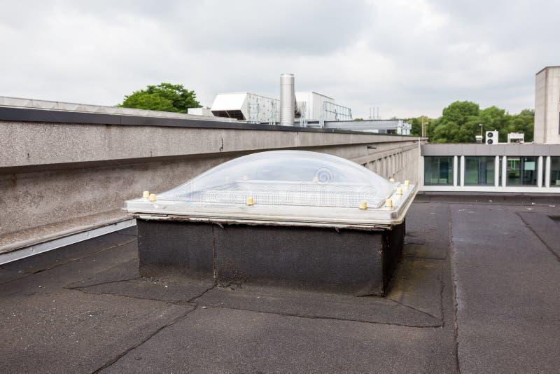 Eine Haube auf dem Dach lizenzfreies stockbild