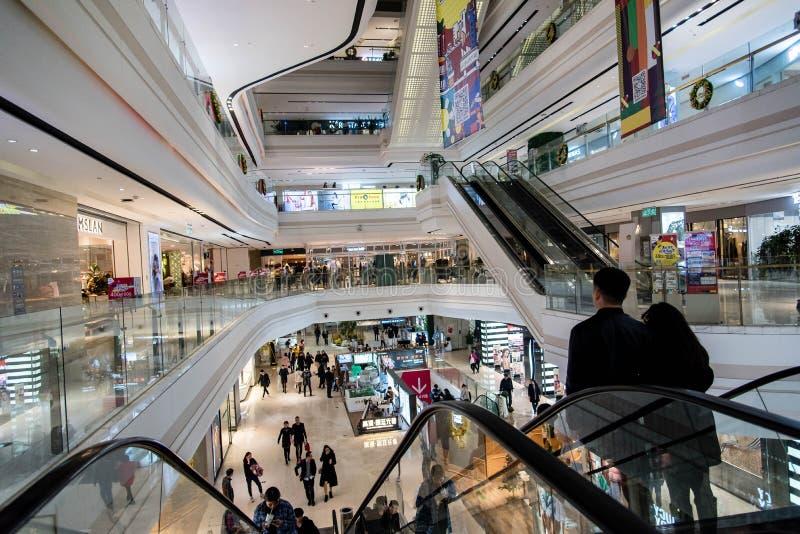 Eine Innenansicht eines Kaufhauses lizenzfreie stockfotos