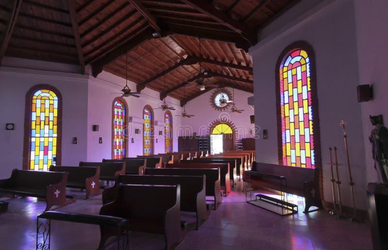 Eine Innenansicht katholischer Kirche St. Borremeo, San Carlos, so lizenzfreies stockbild