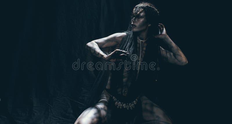 Eine junge Frau im Bild eines humanoid und außerirdischen Als stockfoto